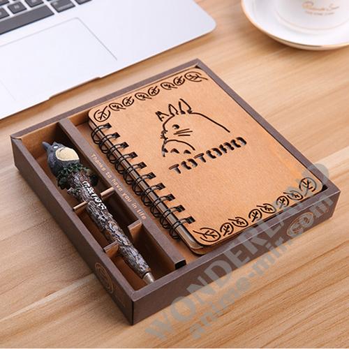 Аниме блокнот Мой сосед Тоторо в деревянной обложке (в комплекте ручка с объемной фигуркой) / My Neighbor Totoro