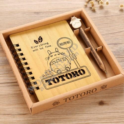 Аниме блокнот Мой сосед Тоторо в деревянной обложке ретро (в комплекте ручка с объемной фигуркой) / My Neighbor Totoro